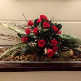 Noleggio Composizione Rose Stabilizzate e foglie di Ster