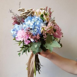 Bouquet Blu Celeste con peonie