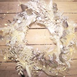 Ghirlanda bianca con elementi stabilizzati