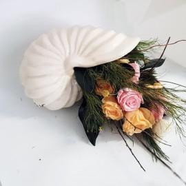 Noleggio composizione rose stabilizzate con vaso conchiglia